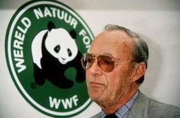 Kan een afbeelding zijn van 1 persoon, staan en de tekst 'VEREL WERELD NATUUR FOI WWF'